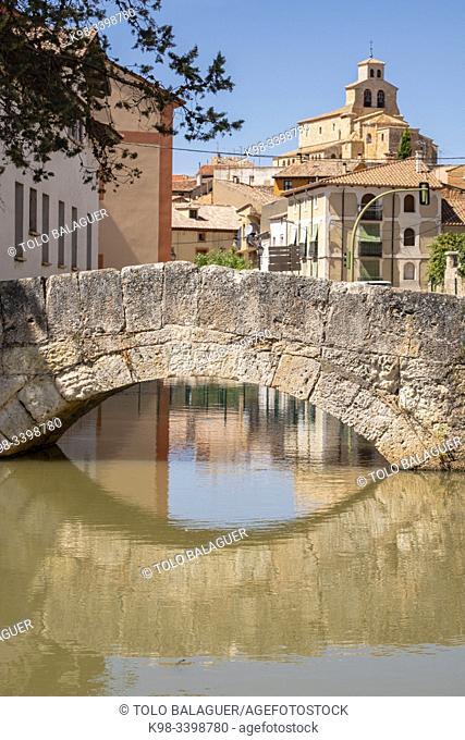Bridge over Duero and Iglesia de Nuestra Sra. Del Rivero, San Esteban de Gormaz, Soria, Comunidad Autónoma de Castilla, Spain, Europe