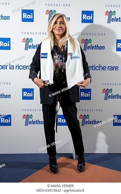 """Mara Venier al photocall della trasmissione Rai """"""""Telethon"""""""" nella sede Rai di Viale Mazzini. Roma 01 Dicembre 2016"""