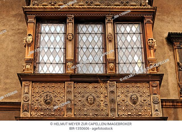 Decorative bay window of the Bourse aux Vins from 1609, 19, Rue Têtes, Colmar, Alsace, France, Europe