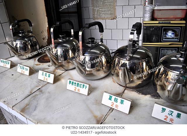 Guangzhou (China): tea pots in the Changshoulu neighborhood