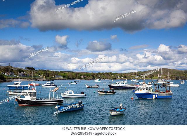 Ireland, County Cork, Mizzen Head Peninsula, Schull, harbor view