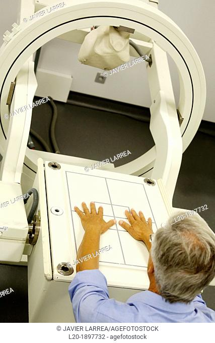 Hands scintigraphy, Scintigraphy is a form of diagnostic test used in nuclear medicine, wherein radioisotopes are taken internally