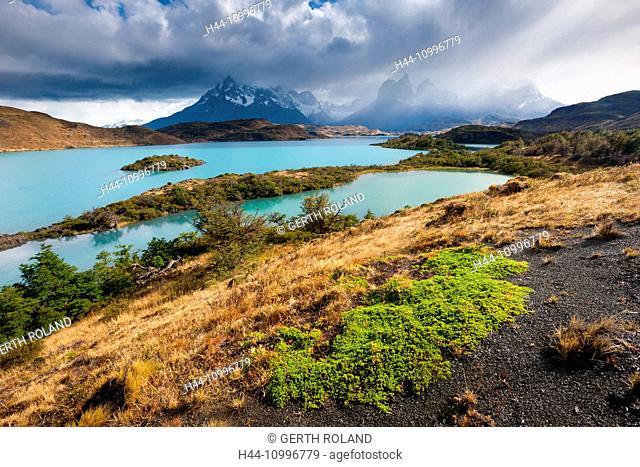 Lake Pehoé, Chile, Patagonia
