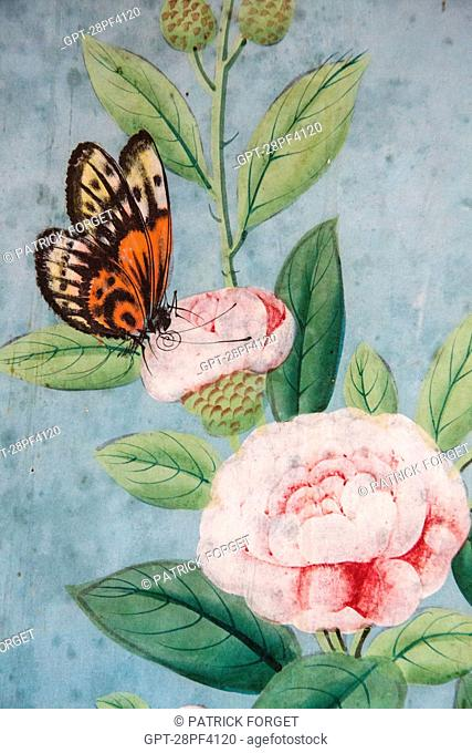 DETAIL OF THE CHINESE WALLPAPER DATING FROM THE 18TH CENTURY, CHINESE SALON, CHATEAU DE MAINTENoN, EURE-ET-LOIR 28, FRANCE