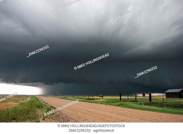 Supercell storm moves across eastern Colorado June 2, 2005