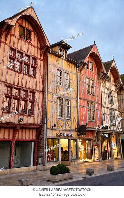 Rue Emile Zola, Troyes, Champagne-Ardenne Region, Aube Department, France, Europe