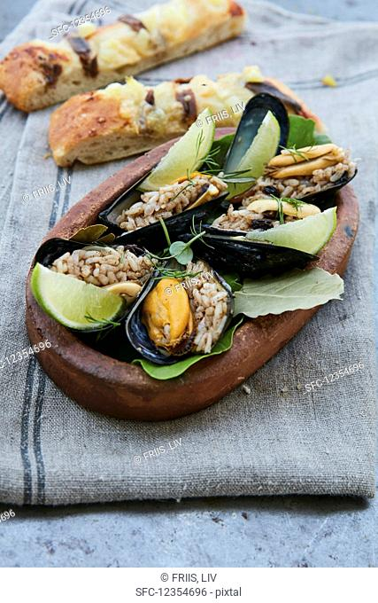 Mussels with rice and lime wedges