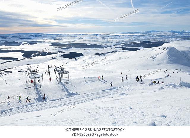 France, Puy de Dome (63), Besse-et-Saint-Anastaise, ski station of Super Besse, ski lift of Puy de la Perdrix