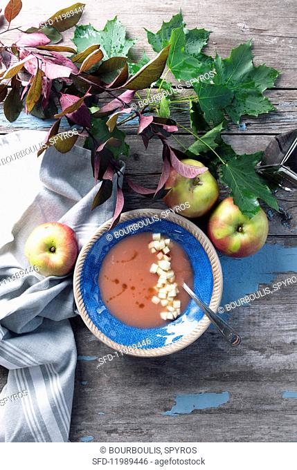Autumnal apple soup with balsamic vinegar (Canada)