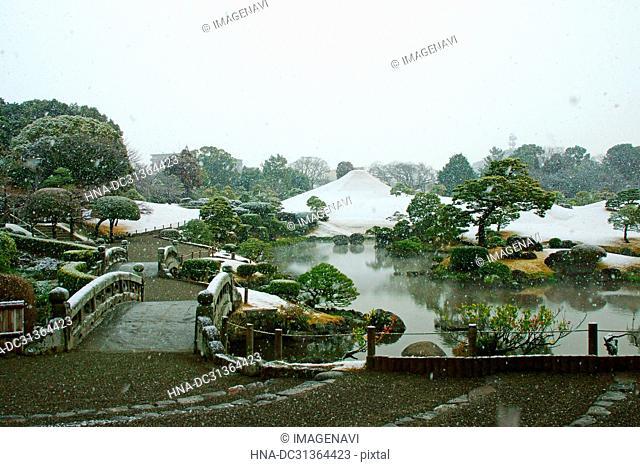 Snow falls on Suizenji Jojuen Garden, Kumamoto Prefecture, Japan