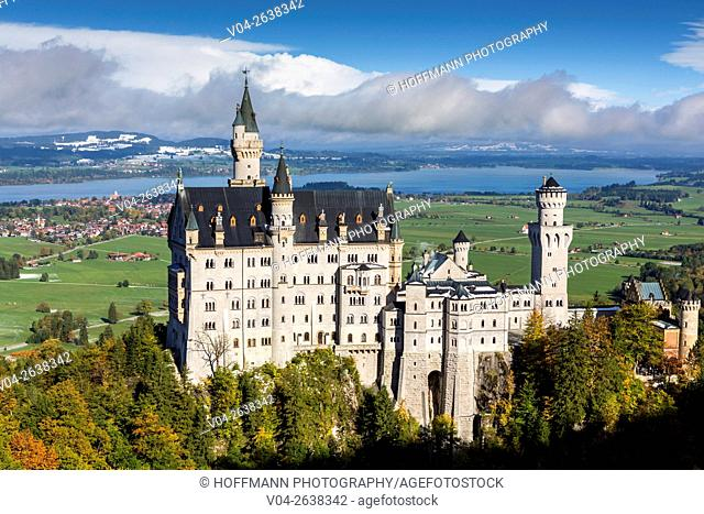 Famous Neuschwanstein Castle (New Swanstone Castle), Hohenschwangau, Bavaria, Germany, Europe