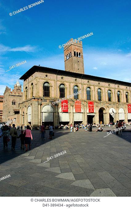 Piazza Maggiore (Main Square). Palazzo del Podestà (left). Bologna. Italy