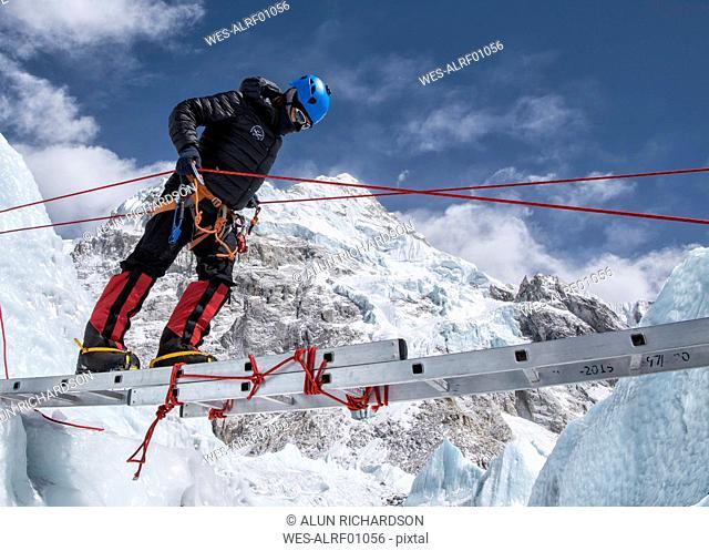 Nepal, Solo Khumbu, Everest, Mountaineer climbing on icefall