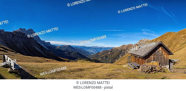 Italy, South Tyrol, Funes Valley, Odle group in autumn
