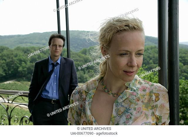 ICH BIN DIE ANDERE D 2006 Margarethe von Trotta Robert Fabry (AUGUST DIEHL) und Carolin Winter (KATJA RIEMANN) in den Weinbergen ihres Vaters