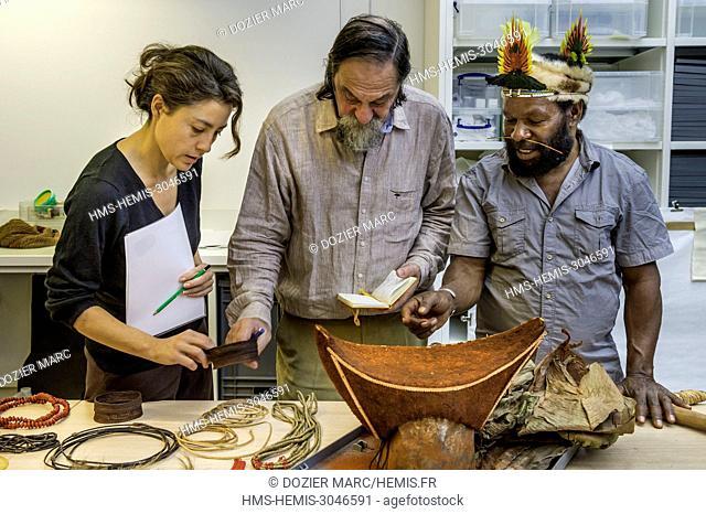 France, Paris, Palais de Chaillot, Musée de l'Homme, the Papuan chief Mundiya Kepanga prepare the body decoration that he left at the museum