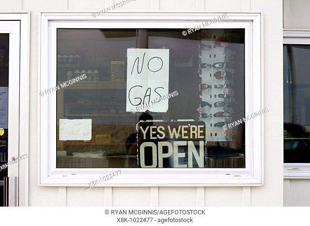 A sign in Kansas reading 'no gas' at a gasoline station