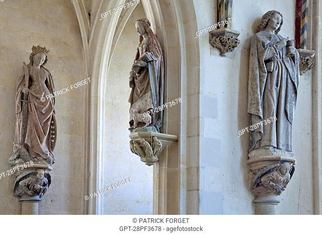 STATUES OF SAINTS INCLUDING SAINT AGNES IN THE CENTER, DECORATION IN THE 15TH CENTURY HOLY CHAPEL AT THE CHATEAU DE CHATEAUDUN, EURE-ET-LOIR 28, FRANCE