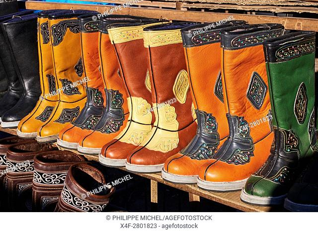 Mongolia, Bayan-Olgii province, Ulgii city, market, traditionnal shoes in leather