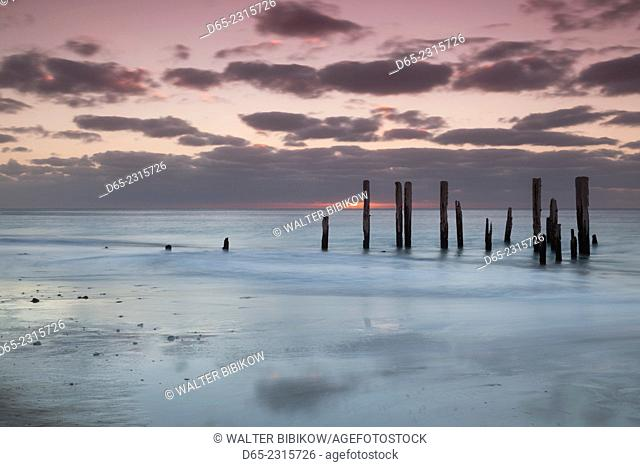 Australia, South Australia, Fleurieu Peninsula, Port Willunga, old jetty, dusk
