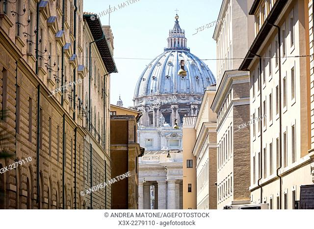 Street view of Saint Peter's cathedral. Rome, Italy