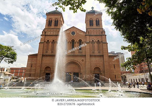 Parque Bolivar, Catedral Basilica Metropolitana, Medellin, Antioquia, Colombia, South America