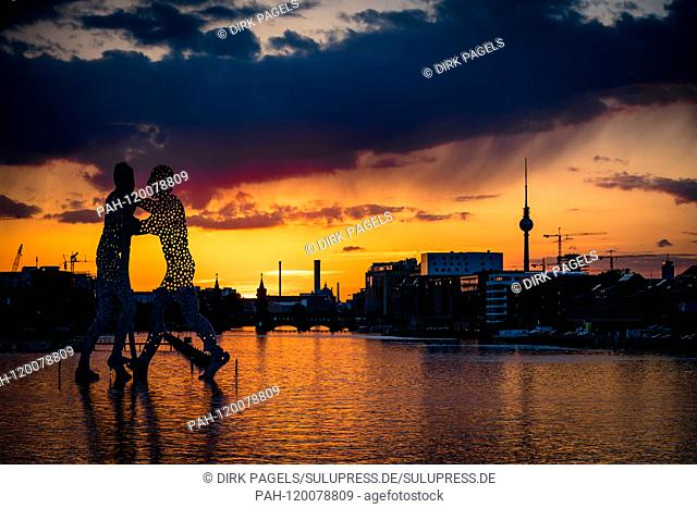 07.05.2019, Berlin, the Molecule Man, a Berlin monumental work of art by the American sculptor Jonathan Borofsky. The three-person sculpture in the Spree...