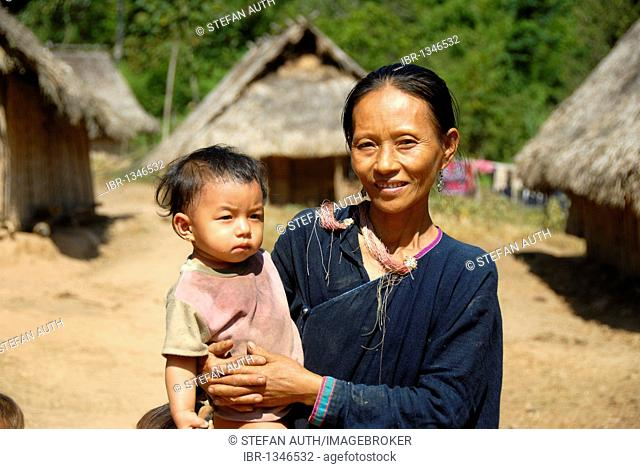 Poverty, portrait, mother and child, woman of the Lanten ethnic group, village of Ban Nam Koy, Nam Ha Conservation Area, Luang Namtha Province, Laos
