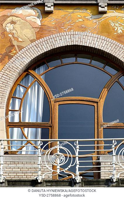 Detail od Art Nouveau facade with beautiful paintings, Albert Ciamberlani house built in 1897 by Paul Hankar, Rue Defacqz 48, Brussels, Bruxelles, Belgium
