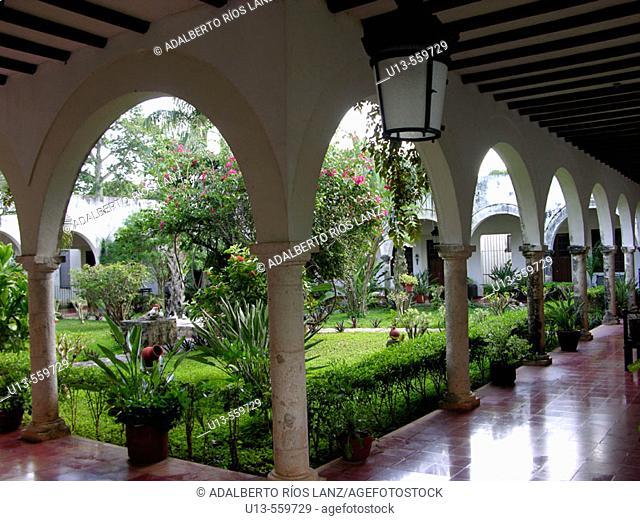 Hacienda Blanca Flor, near Campeche. Nowadays, it is a hotel. Mexico