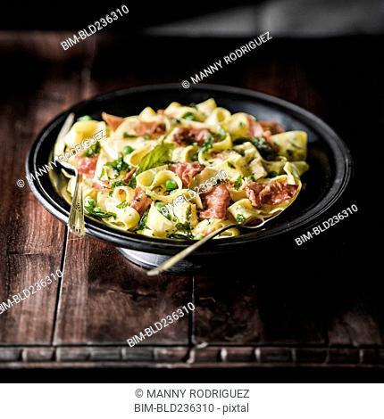 Pasta carbonara in bowl
