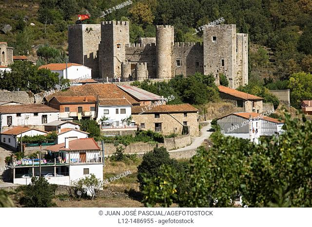general view with Castle, Montemayor del Río, Salamanca province, Castilla y León, Spain