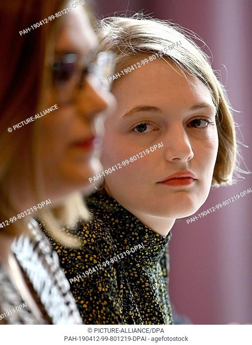 12 April 2019, Bremen: Ria Schröder (r), Chairwoman of the Young Liberals, looks at Svenja Ilona Hahn, leading candidate of the Young Liberals and the Hamburg...