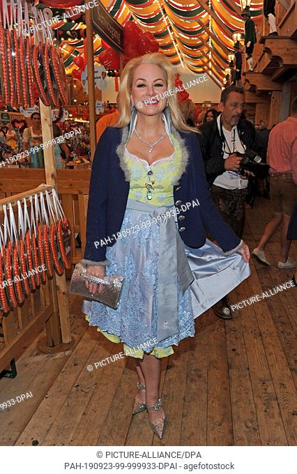 23 September 2019, Bavaria, Munich: Shawne Fielding, a former US-American model and actress, is a guest at the traditional Regine Sixt Damen-Wiesn in the...