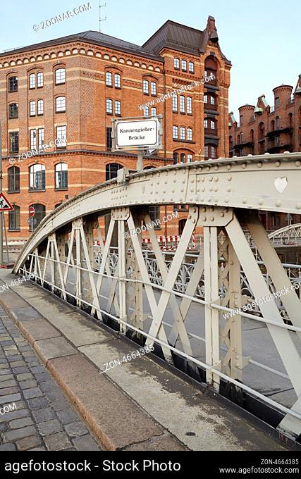 Hamburg - Kannengießerbrücke in der Speicherstadt