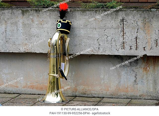 30 November 2019, Saxony, Chemnitz: The tuba of a miner stands at the edge of the mountain parade of the Erzgebirge mountain brotherhoods