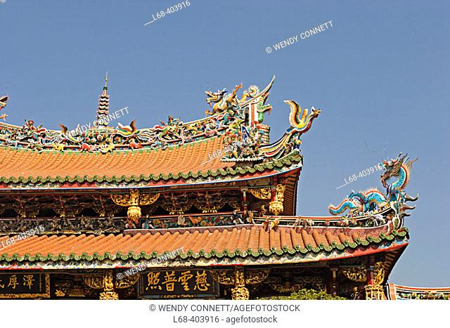 Dragon carvings on roof. Lungshan Temple. Taipei. Taiwan