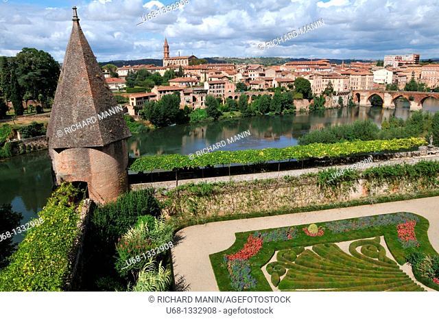 Palais de la Berbie, Toulouse Lautrec museum, French Garden, Tarn river, Albi, Tarn, France