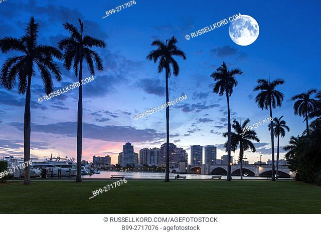 WEST PALM BEACH SKYLINE FROM LAKE DRIVE PARK PALM BEACH FLORIDA USA