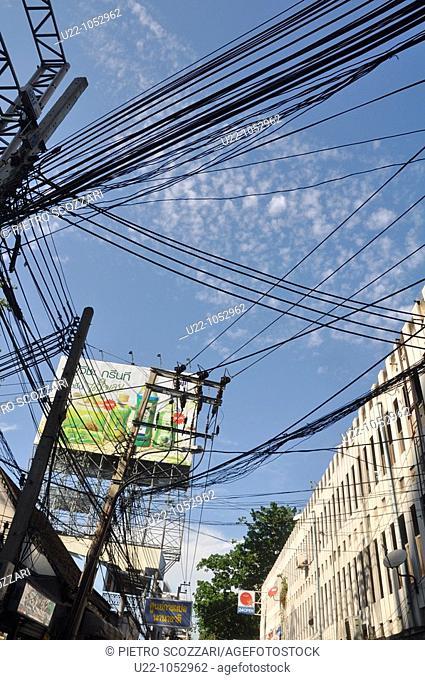 Bangkok (Thailand): electric wires mess along Ploenchit Road