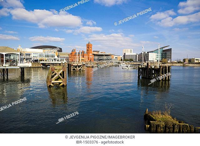 Mermaid Quay, The Pierhead Building, The Senedd, National Assembly building, Atradius headquarters over Inner Harbour, Cardiff Bay, Caerdydd, South Glamorgan