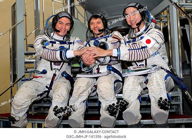 At the Gagarin Cosmonaut Training Center in Star City, Russia, Expedition 4243 backup crewmembers Kjell Lindgren of NASA (left)
