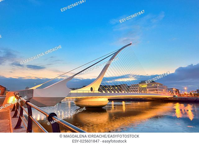 The Samuel Beckett Bridge in night time