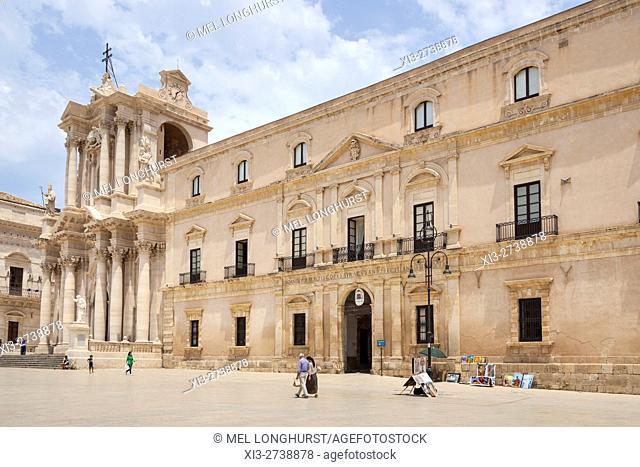 Syracuse Cathedral, Piazza Duomo, Ortygia, Syracuse, Sicily, Italy