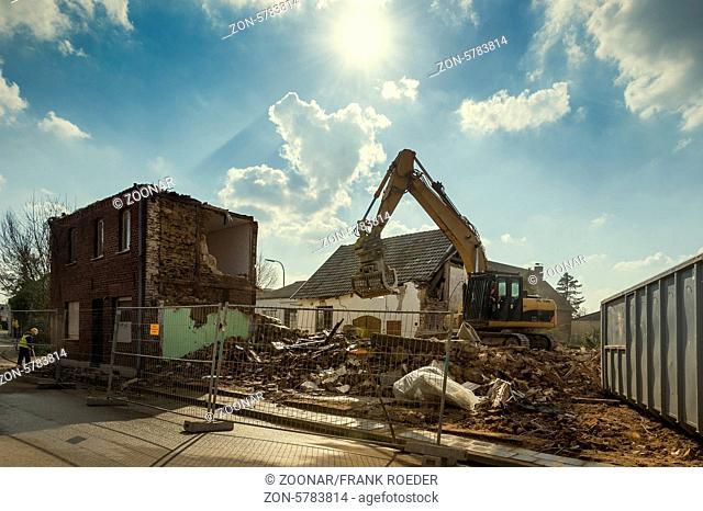 Abriss eines Wohnhauses in der Ortschaft Borschemich für den Tagebau Garzweiler
