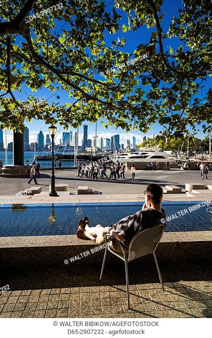 USA, New York, New York City, Lower Manhattan, World Trade Center, North Cove, outdoor seating