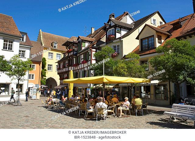 Sidewalk cafe on the Schlossplatz castle square in Meersburg, Lake Constance, Baden-Wuerttemberg, Germany, Europe