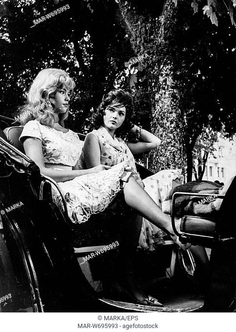 sylva koscina, jeanne valerie, durante le riprese del film le pillole di ercole, salsomaggiore, luglio, 1960