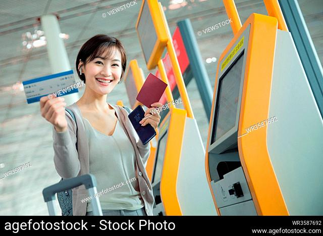Business lady in the airport to use automatic machines