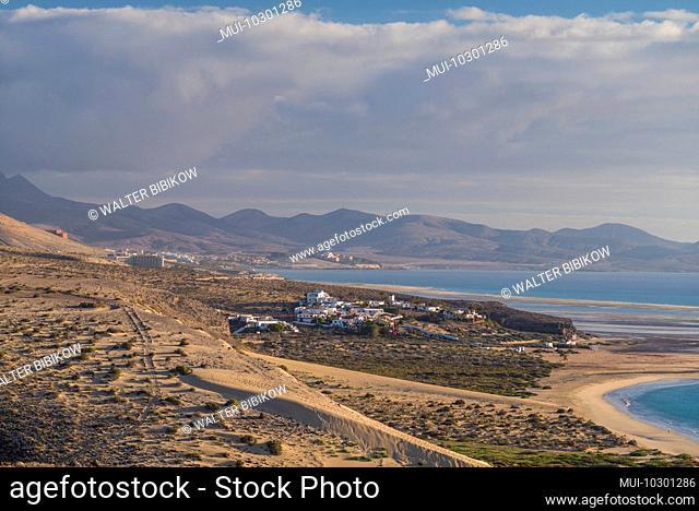 Spain, Canary Islands, Fuerteventura Island, Los Verodes, view of village and Playa de Sotavento beach
